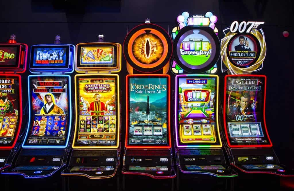 Grasp The Art Of Online Gambling With These three Ideas